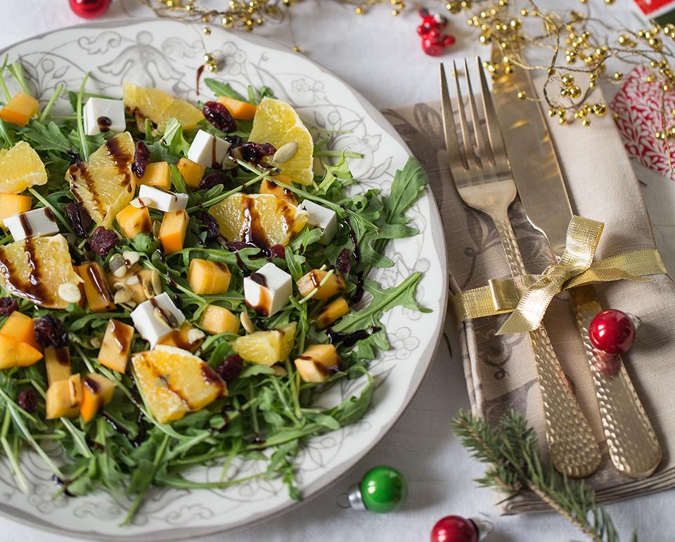 Салат с апельсином, хурмой и фетой