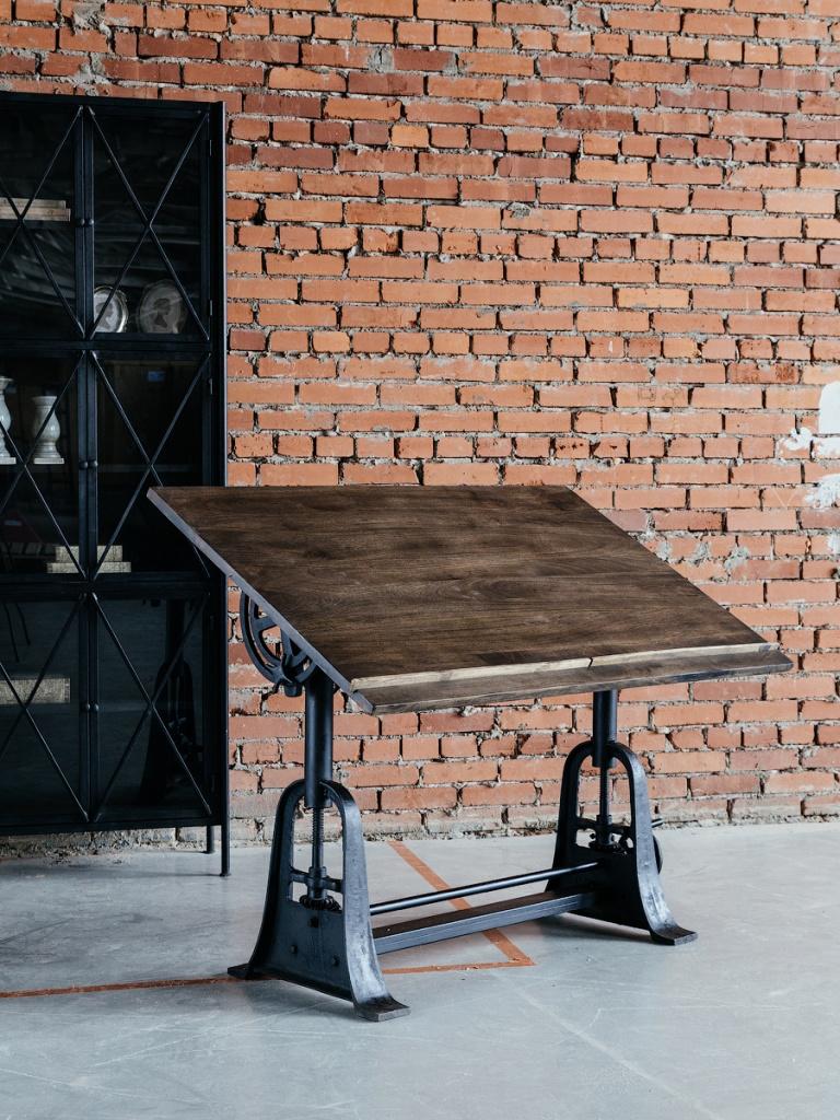 Стол для архитектора